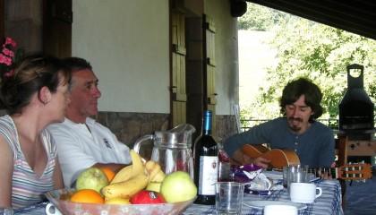 Spanish guitar ballads over dinner with Edorta