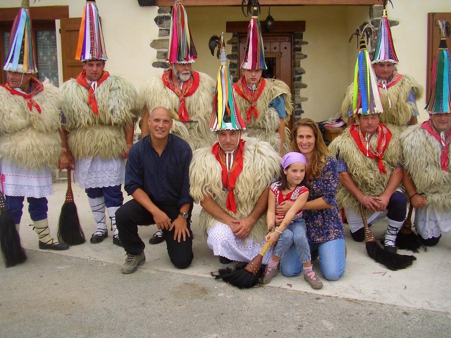 Iñaki, Georgina and Marion with the Joaldunak of Ituren on Sagrario´s farm
