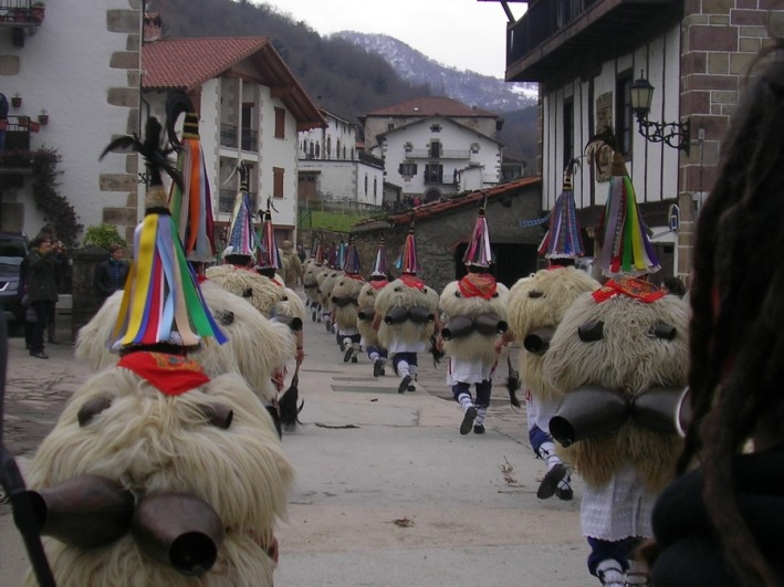 Ituren carnival - Joalduank in Latsaga Monday 16th January 2015