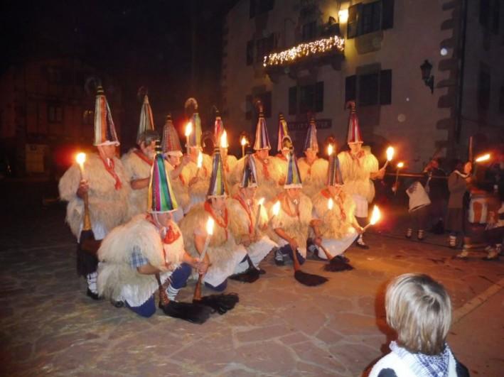 Pagan Joaldunak herald the arrival of Olentzero in Ituren