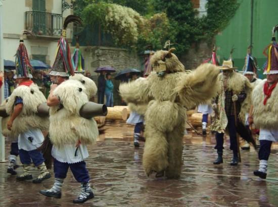The chained bear (hartza) and the Joaldunak