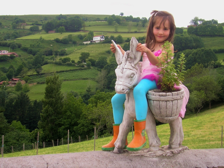 Following in her mother´s footsteps; Marion at 5 years old.