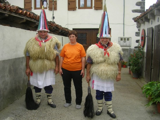 Sagrario with her husband, Ignacio, and his brother, Luis. Without doubt, the last time they wear the bells