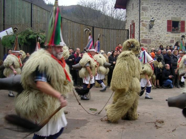 lazaroandbear 709x531 - Ituren Carnivals - and a Brummy in their midst