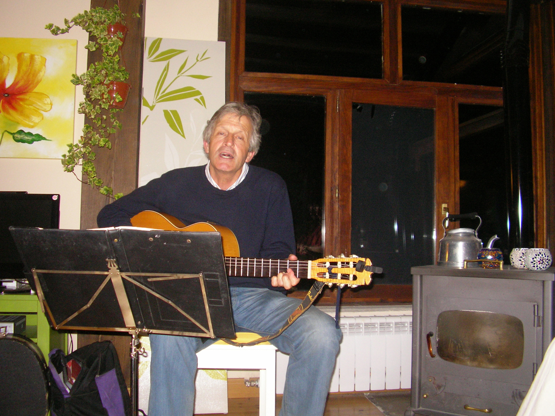 Basque music at home - Paul joins in