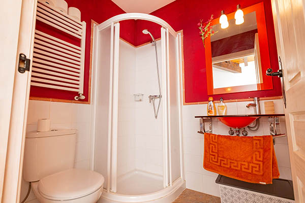 Pyrenean Experience suite bathroom