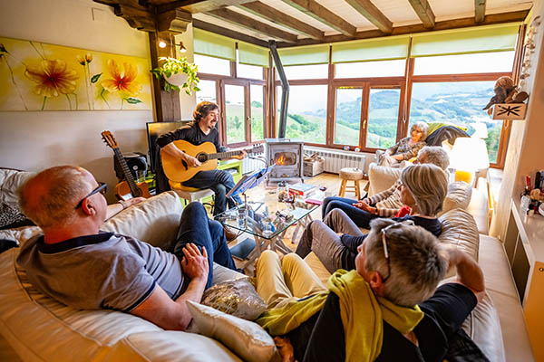 Pyrenean Experience live music concert
